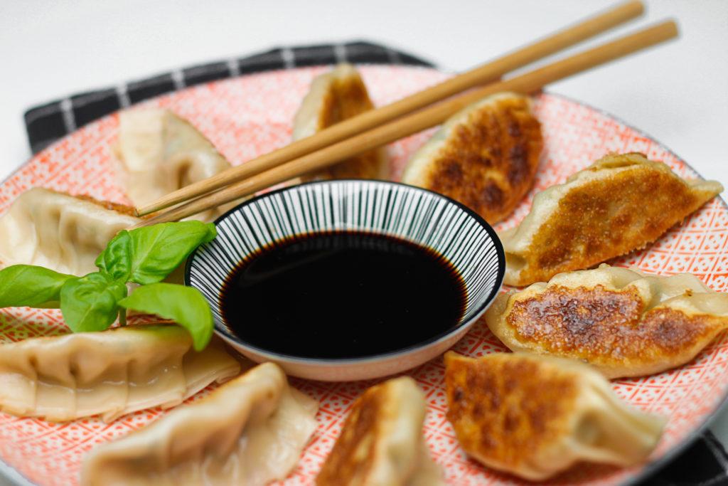 gyoza rezept japanische teigtaschen gyoza vegan kochen umami. Black Bedroom Furniture Sets. Home Design Ideas